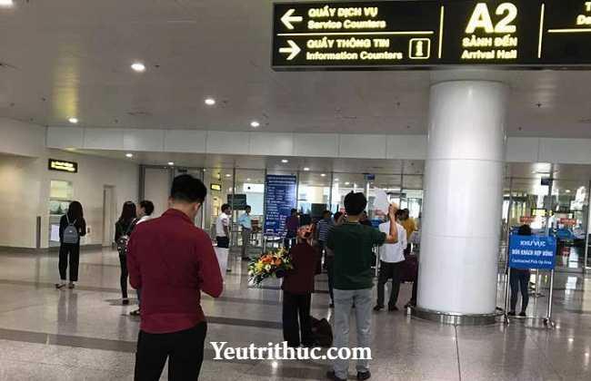 Cảm động người mẹ già từ quê lên đón con gái đi lao động Đài Loan về 1