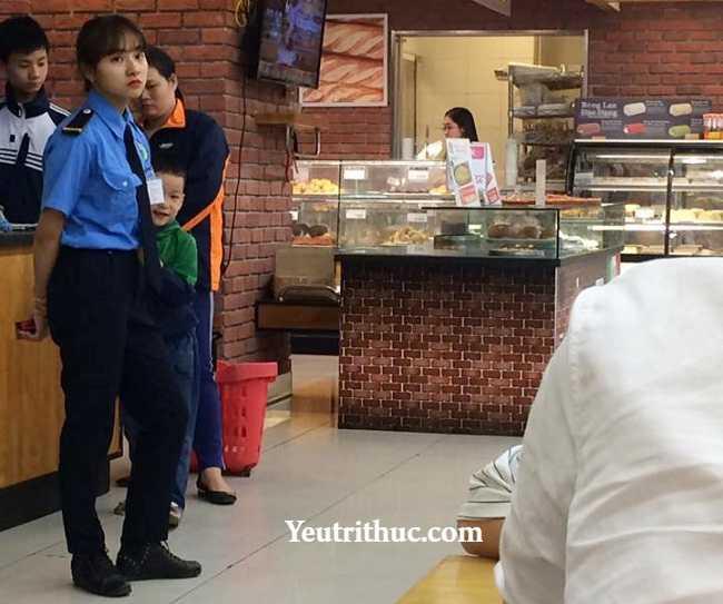 Hotgirl Hà Pansy – nữ bảo vệ siêu thị Lotte Hà Nội gây sốt vì bị chụp lén 1