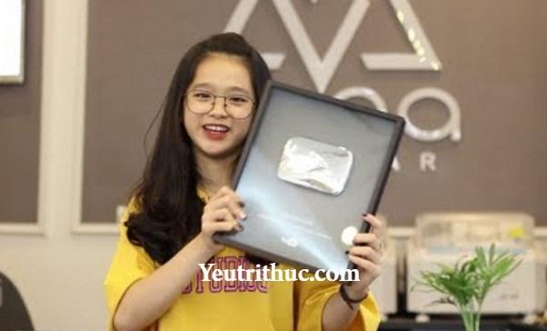 Hotgirl Linh Ka nhận nút Play Bạc Youtube gây xôn xao Facebook 4