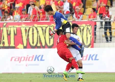Truy tìm Facebook thủ môn Phí Minh Long tội đồ trận thua Thái Lan