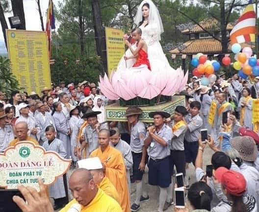 Cosplay Quan Thế Âm Bồ Tát mặc váy cưới 5
