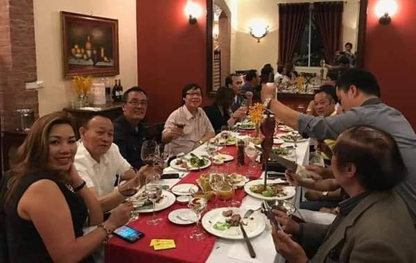 Hình ảnh Nguyễn Thị Nga tham gia tiệc rượu với bạn bè trước khi gây tai nạn