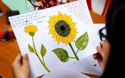 Đăng ảnh Hoa Hướng Dương tự vẽ trên Facebook