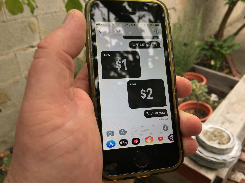 Cách chuyển tiền Apple Pay Cash bằng iMessage trên iPhone XS, XR 1
