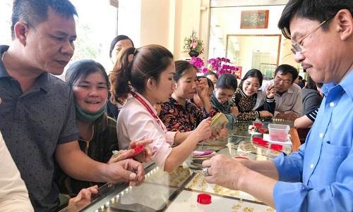 Anh trai cả của thanh niên xấu số, chủ tiệm vàng Như Trịnh tại huyện Yên Thành, Nghệ An