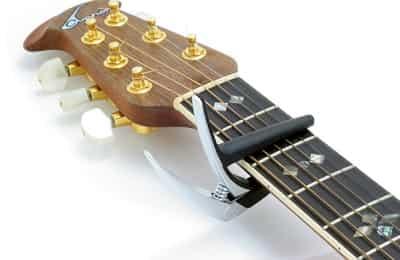 Capo là gì, tìm hiểu kẹp tăng tông khi chơi đàn Guitar, Ukulele