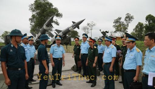 Sư đoàn tại Việt Nam thường từ 8.000 đến 10.000 người